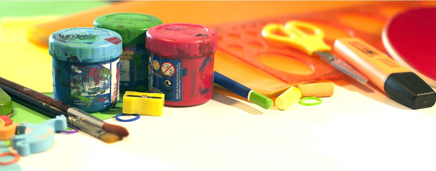 Schule-Farben-Stifte