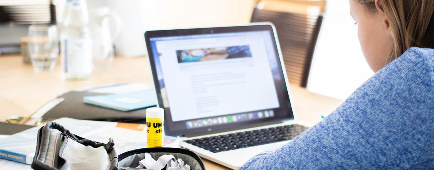 digital_Unterricht_online_Mädchen_header